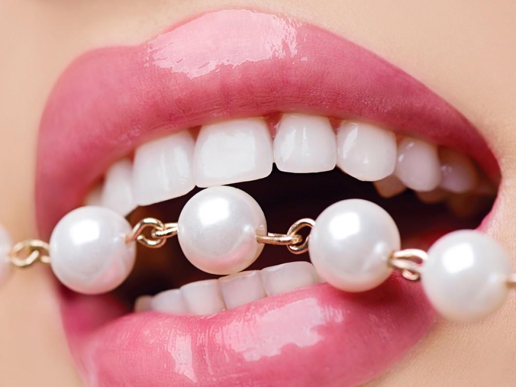 Bọc răng sứ thẩm mỹ tại Nha Khoa MEDIKA hàm răng trắng đều đầy tự tin