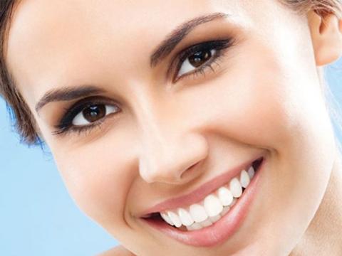 Bọc răng sứ thẩm mỹ cho bạn hàm răng trắng sáng và tự tin