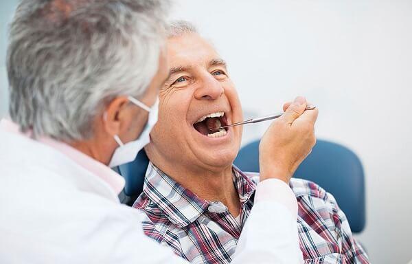 Cấy ghép Implant cho người cao tuổi Nha Khoa MEDIKA